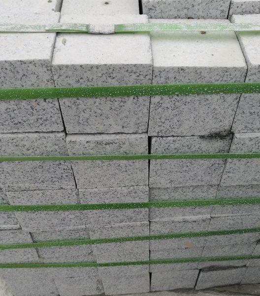 100×100×30小石块